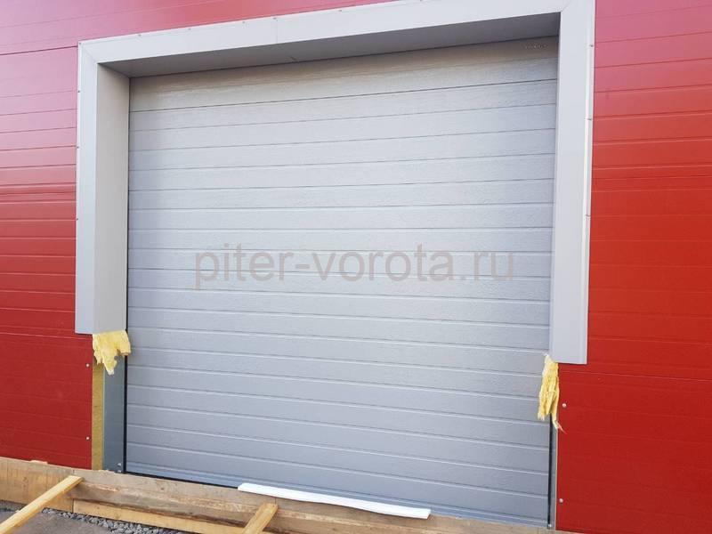 Два комплекта гаражных подъёмно-секционных ворот на пр. Александровской Фермы