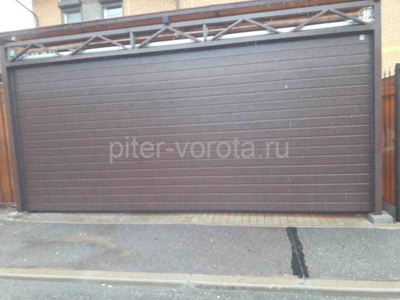 Гаражные подъёмно-секционные ворота Alutech Classic (премиум) в Зеленогорске