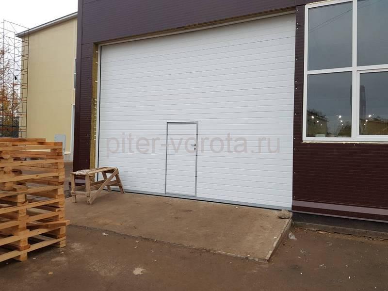 Промышленные подъёмно-секционные ворота DoorHan ISD01 в Отрадном
