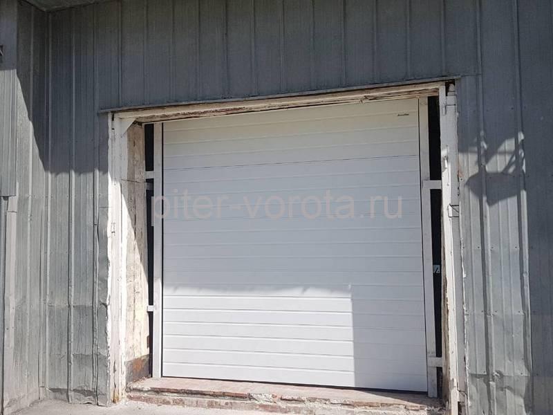 Гаражные подъёмно-секционные ворота Doorhan RSD02 на Софийской
