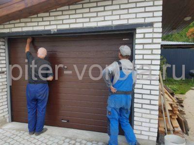 Ворота гаражные подъёмно-секционные DoorHan серии RSD01 в Токсово