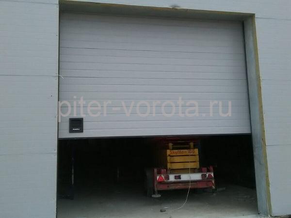 Промышленные подъёмно-секционные ворота в Пскове