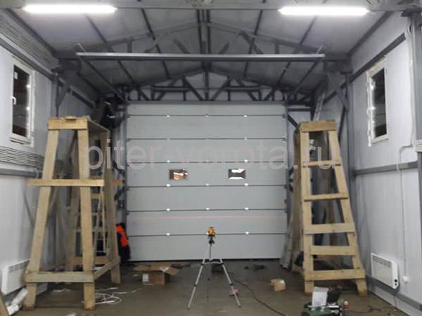 Гаражные подъёмно-секционные ворота