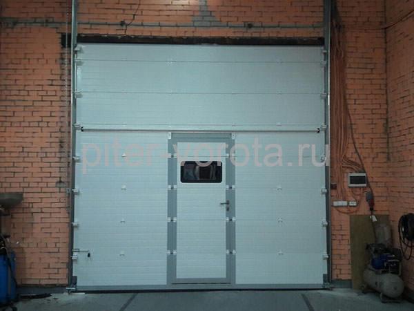 Промышленные подъёмно-секционные ворота в Санкт-Петербурге