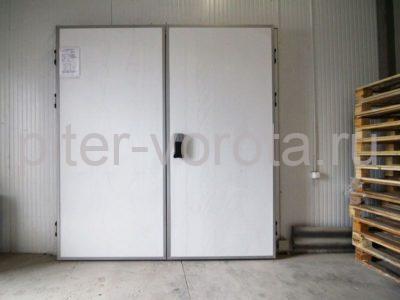 Дверь распашная двустворчатая для охлаждаемых помещений DoorHan IsoDoor IDH2 на заводе, фото 1
